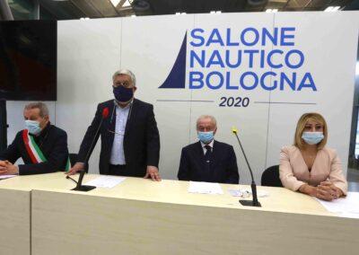 Da sx: Claudio Mazzarri (Ass. Mobilità Comune di Bologna);   Gianpiero Calzolari (pres. BolognaFiere);  Gennaro Amato (pres. Snidi);  On. Michela Rostan (V.Pres. Commissione Affari Sociali camera dei Deputati)